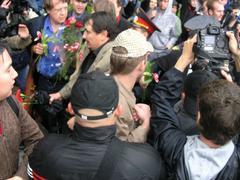 Наши атакуют. Национал-патриоты сорвали парад извращенцев в Москве 27 мая 2006 года.